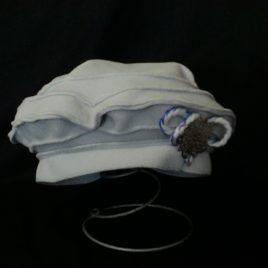Béret original et son décor fil laine et filigrane sur le côté 01