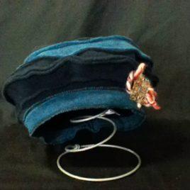Béret original et son décor fil laine et filigrane sur le côté 03