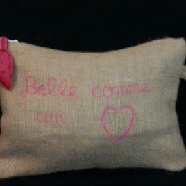 """Pochette toile de jute """"Belle comme un coeur"""" 01"""
