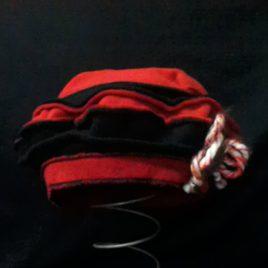 Béret original et son décor fil laine et filigrane sur le côté 04