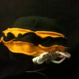 Béret original et son décor fil laine et filigrane sur le côté 05
