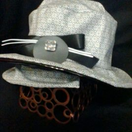 Soyez belle et bien protéger avec ce chapeau de pluie