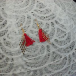 Boucles d'oreilles estampe et pompon rouge