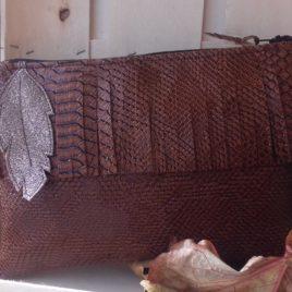 Pochette en simili cuir croco et feuille glitter