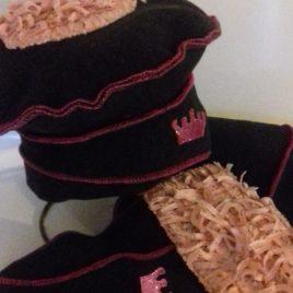 Echarpe en polaire anthracite et couronne pailletée rose
