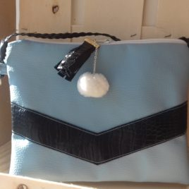 Pochette en simili cuir bleu et décor géométrique